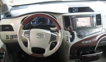 2004 Lincoln Navigator Base RWD 3rd Row SUV full