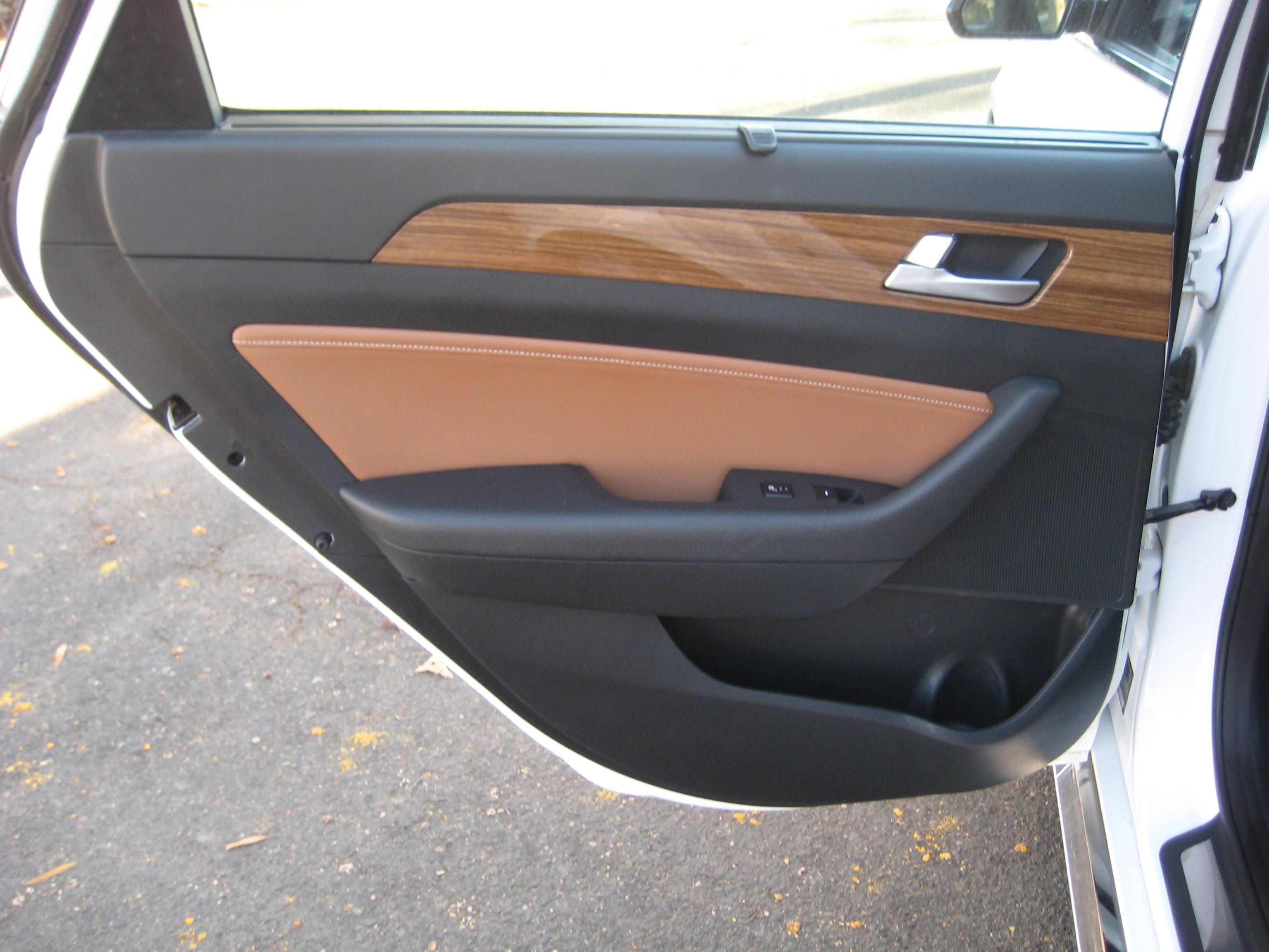 2004 Honda Odyssey EXL Van / Stow N Go